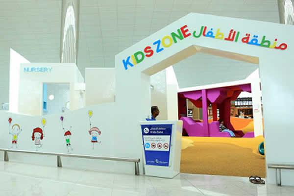 کودکان در فرودگاه