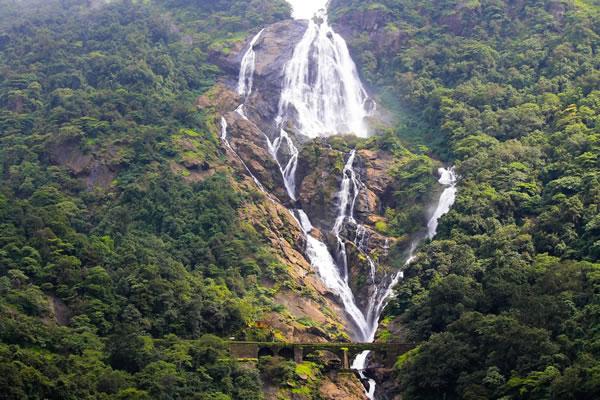 آبشار دوده ساگار (Dudhsagar)