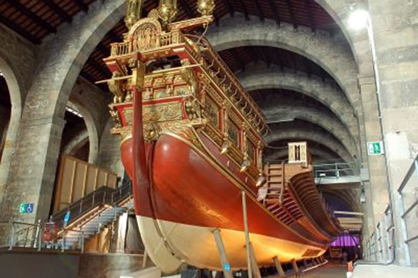 موزه آبی (موزه زمین شناسی) در بارسلون