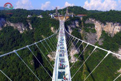 پل شیشه ای ژانگ جیاجی در چین