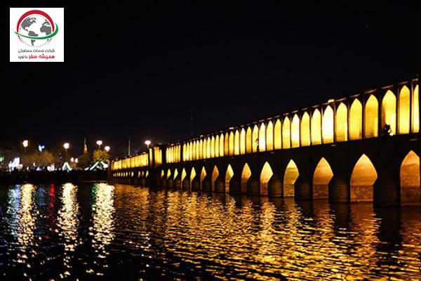 معماری سی و سه پل اصفهان