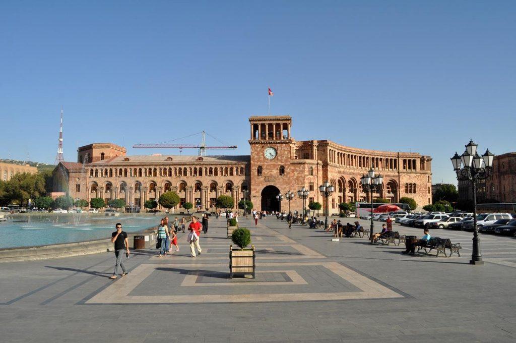 نمای روز میدان جمهوری ایروان